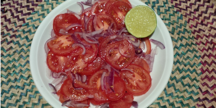 Ostafrikanischer Tomatensalat mit Zwiebeln